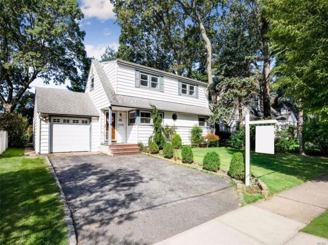 4 BR,  2.00 BTH  Exp cape style home in Albertson
